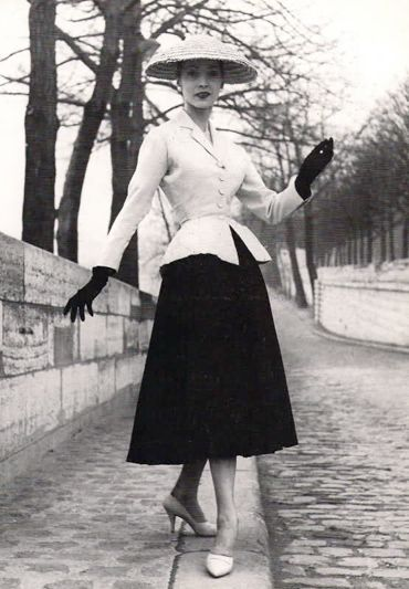 """Dior's """"New Look"""" 1947: New Looks, Fashion 1940S, Full Skirts, 1940S Fashion, Style, Vintage, Christian Dior, Suits, Fashion Photography"""