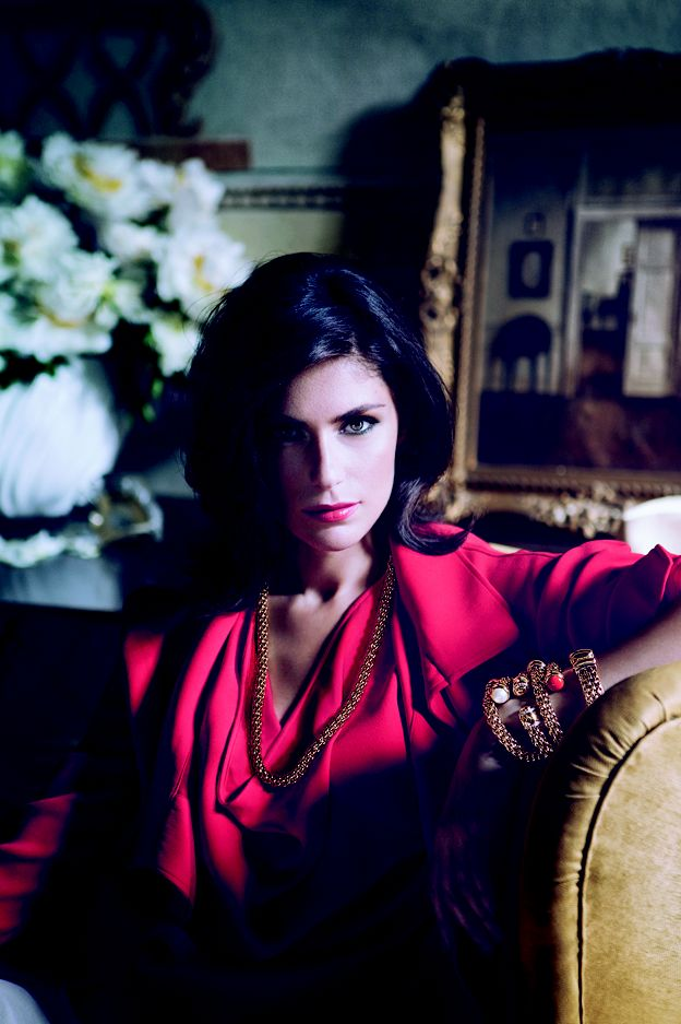 Anna Valle wears 900 collection. #Fope is te koop bij Rob Lanckohr, Atelier voor Juwelen. www.lanckohr.nl