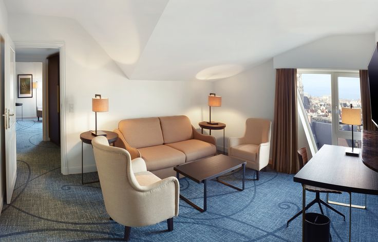 Be spoiled in this elegant One-Bedroom Suite and unwind in your separate living room with view over Brussels - Hilton Brussels Grand Place