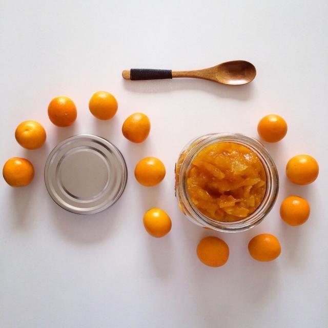 DIY kumquat jam 金柑ジャム  大量の金柑半分をジャムに  美味しく(♡´ ꒳ ` )出来ました  マーマレード程苦味もなくて でもしっかりオレンジっぽい味 金柑味なんだけどねwww.  種取ってと面倒だったけど その甲斐ありかなぁーwww. - 197件のもぐもぐ - Kumquat jam 金柑ジャム by NikkyLove