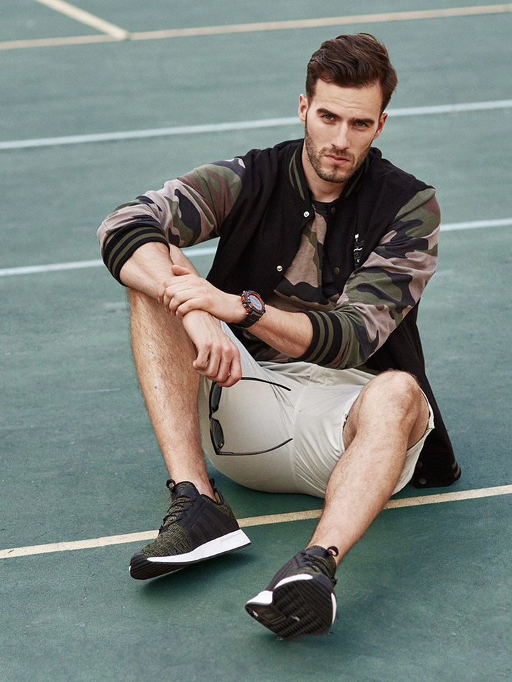 Fetching summer styling with a strong military accent. The short chinos are matchedwith a well-fitted camo T-shirt and a brilliant baseball sweatshirt with contrasting sleeves. Juice up the outfit with accessories - dark sunglasses and a black and claret sport watch.