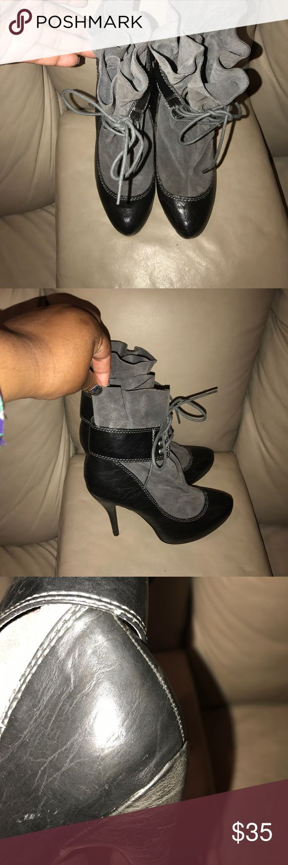 STEVE MADDEN BOOT SIZE 5M SUPER CUTE STEVE MADDEN BOOT SIZE 5 (there's a small nick on the side of the boot you can barely see...look at pics) Steve Madden Shoes Heeled Boots