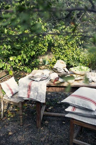 Linen in the garden ~ French country