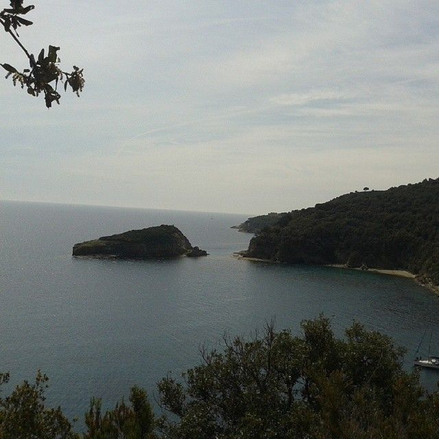#ShareIG #meraviglia la baia di #Ortano vusta dal #sentierodellamore #riomarina #walkingfestival #trekking #elbatrail #Elba200 #isoladelba #camminandoasdaporando #elbaisland #tuscany #IloveElba #Iloveitaly