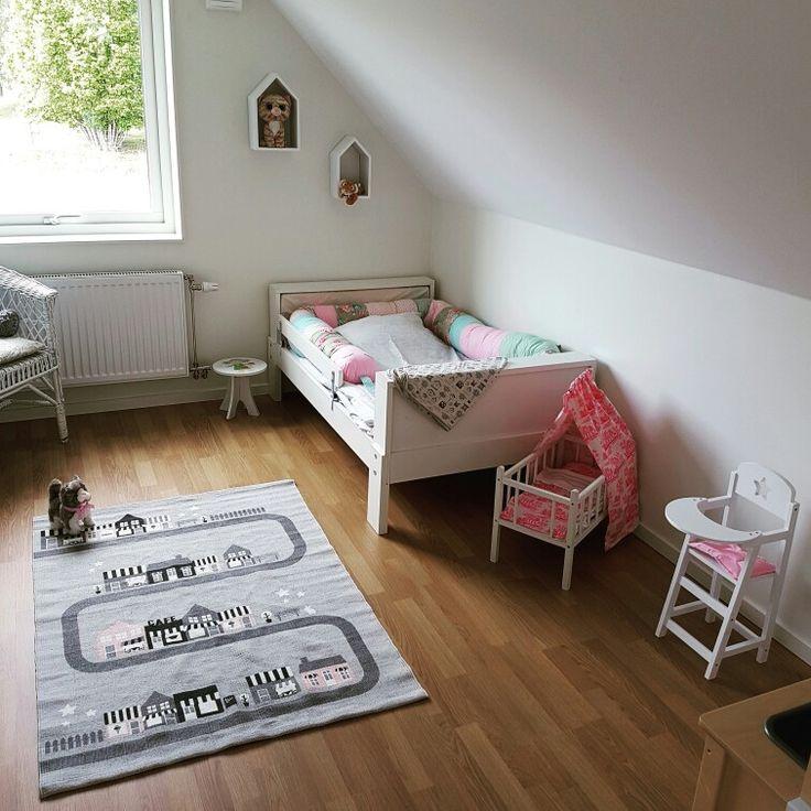 Barnrum, flickrum, Ikea, ferm living, böcker, säng, HM, kids room, girls room, bed