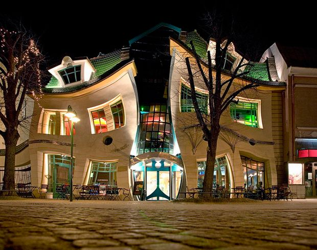 The Crooked Little House in Sopot, Polen.