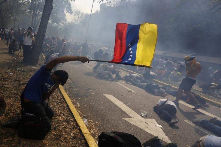 Suma y sigue: Rebaja de rating para Venezuela