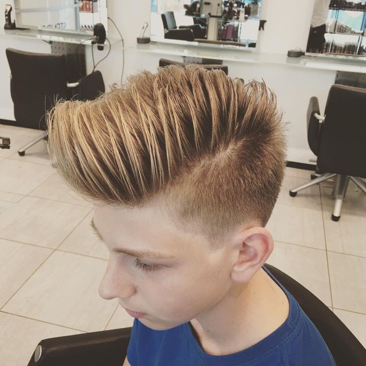 "749 Me gusta, 7 comentarios - hairdoctorulises@gmail.com (@ulisesworld) en Instagram: ""Love This Style to my client ✂️ #ulisesworld #barber #hairdresser #frisør #pompadour #menshair"""