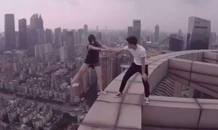 ¿Vértigo?, el que produce esta pareja 'jugando' en los rascacielos de China