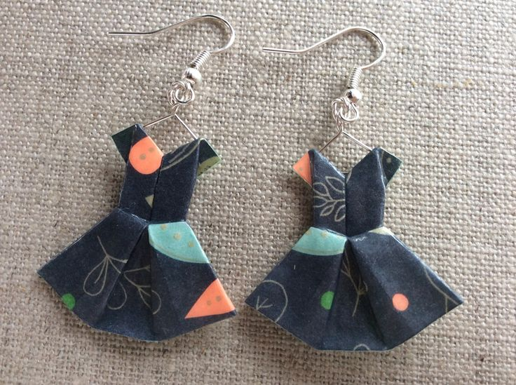 Boucles d'oreille robes noires à feuillage doré, vert et orange : Boucles d'oreille par p-tite-pomme