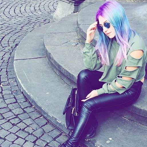 #besteyoutuberrin #youtube #bibisbeautypalace #bibinator #bibiundjulian #style #hübsch #schönesoutfit #lederhose #rainbowhair  by bibisbeautypalace0404
