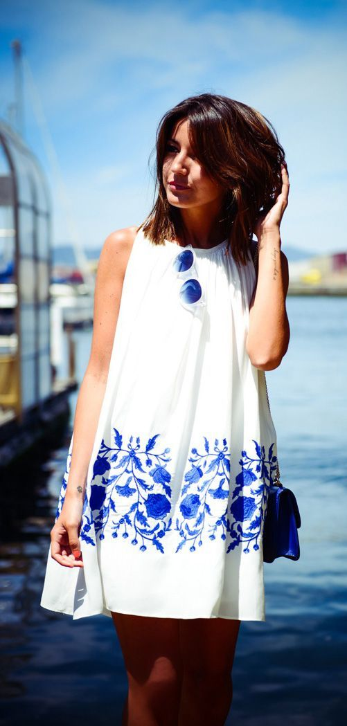 White summer printed mini dress with blue purse