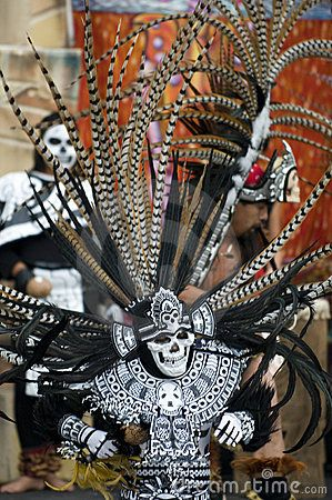 Aztec Costumes | Aztec dancer preforms during the day of the dead event.