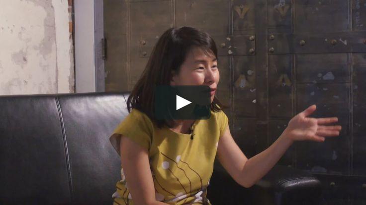 """Este es """"Kim Thuy - Conversations on """"Man"""""""" de NOW Magazine en Vimeo; el punto de encuentro entre los videos de alta calidad y sus fanáticos."""