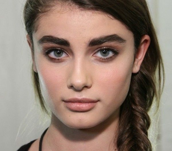 Pin By Anneliese Larrinaga On Fashion Style Natural Eyebrows Thick Eyebrows Eyebrow Trends