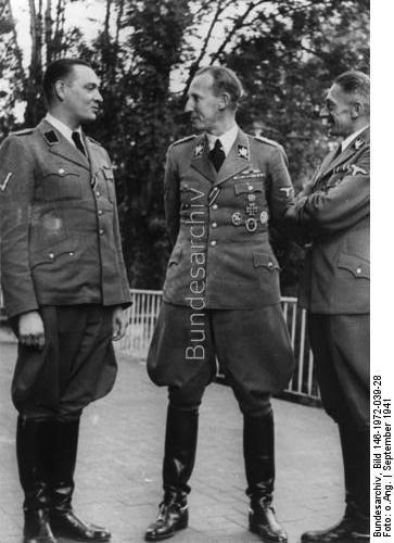 Prague - SS-Obersturmbannführer des SD Horst Böhme (links), Reinhard Heydrich (Mitte) und SS Gruppenführer und Staatssekretär Karl-Hermann Frank (rechts), September 1941