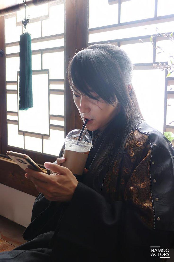 Lol I love sageuk bts pics. Makes me think of time travel.hehe Lee Joon Gi as Wang So. Moon Lovers
