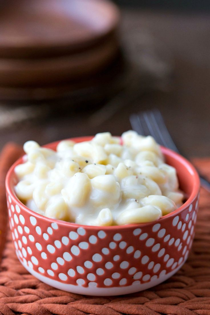 White Cheddar Macaroni and Cheese - homemade pasta recipe that's so cheesy and so creamy! Makes an easy comfort food dinner!