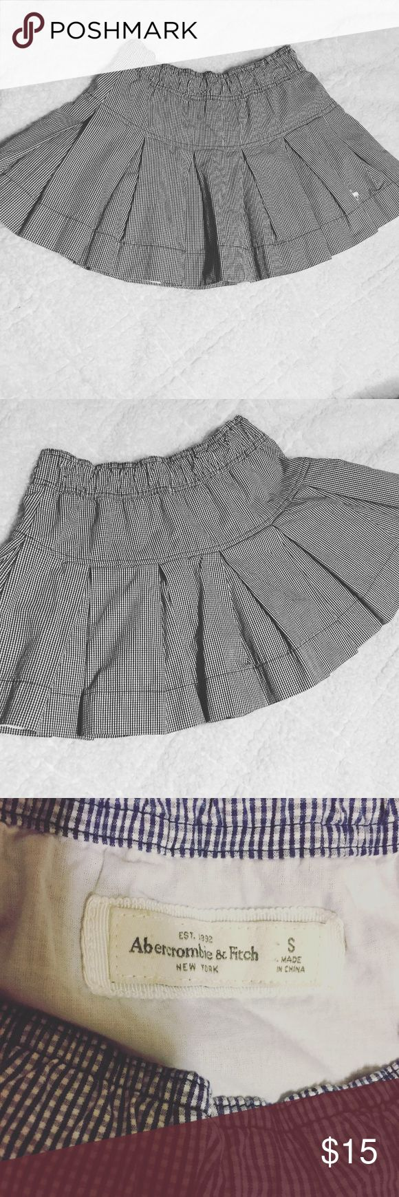 Pleated Abercrombie and Fitch school girl skirt Navy blue and white all over pleated school girl skirt. Size Small. Stretchy waist band. Super cute with a light sweater or cardigan! Abercrombie & Fitch Skirts