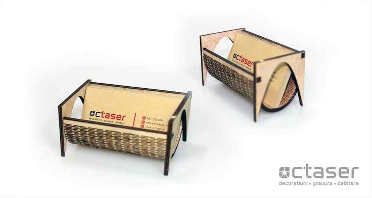 Avand un design cat se poate de interesant, acest suport pentru carti de vizita este realizat prin debitare laser.