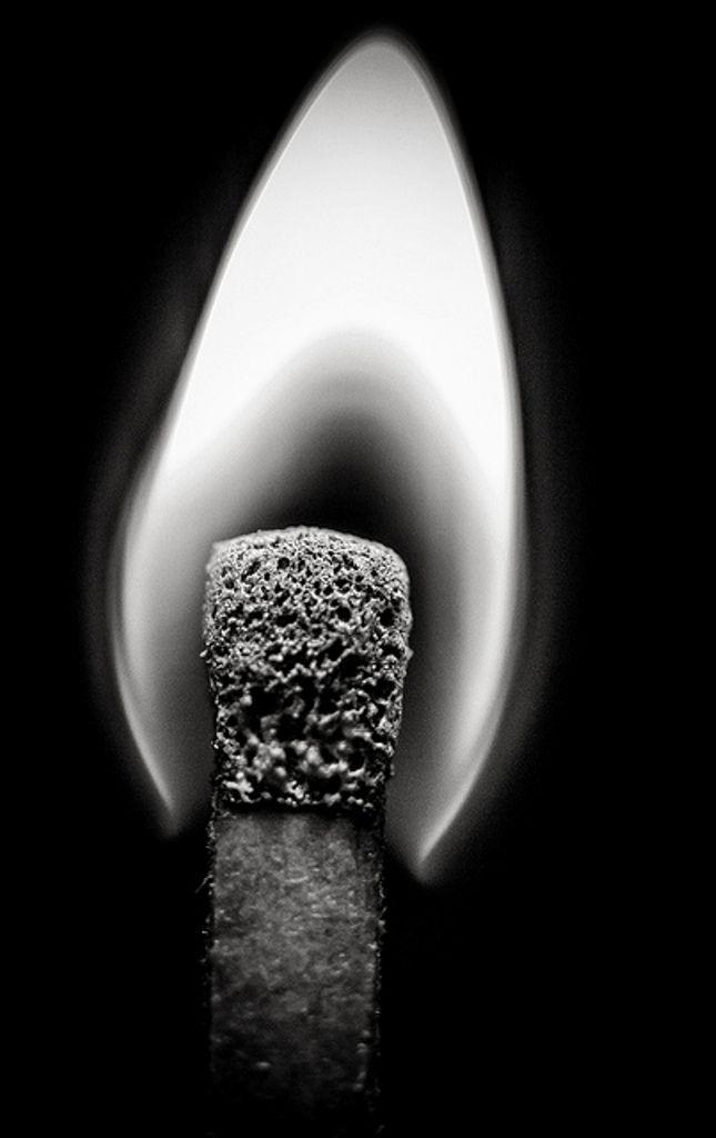 L'amore � come una piccola fiamma, pu� durare qualche secondo ...