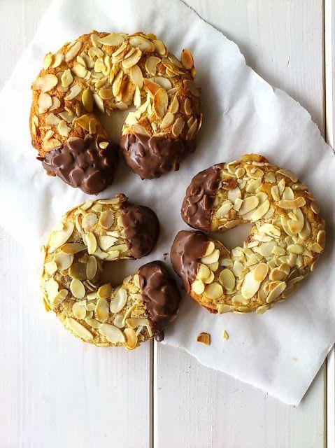 The Glücklichmacherei: The world's best little treat {Almond croissant}