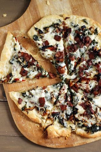 Bacon, spinach and sundried tomato pizza