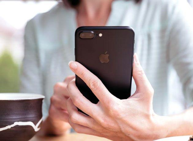 Apple lo confirma: ralentiza el iPhone a medida que su batería envejece http://www.iprofesional.com/notas/260781-apple-iphone-software-smartphone-telefonia-movil-telefonia-telefono-movil-Apple-lo-confirma-ralentiza-el-iPhone-a-medida-que-su-bateria-envejece