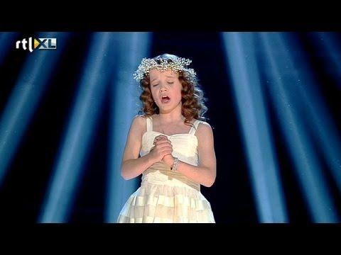 Jonge Amira ontroert opnieuw - HOLLAND'S GOT TALENT Halve finale