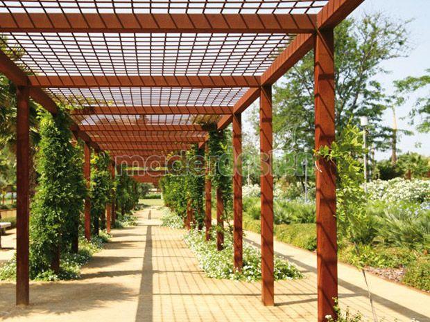 Estructura de malla met lica sobre p rgola para plantas - Pergola de pared ...