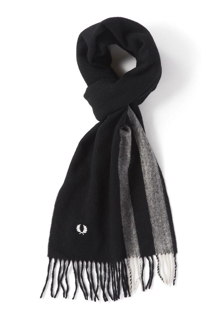 ウールとカシミヤの肌触りの良いマフラーです。フレッドペリーらしいティッピングラインの配色。