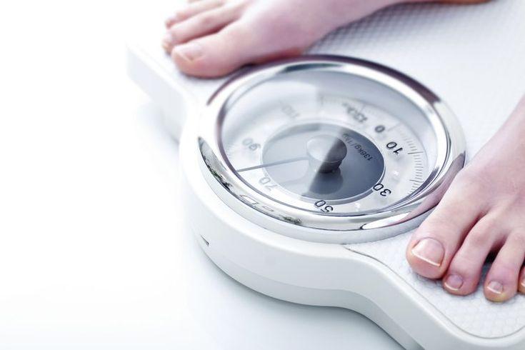 ¿Qué tan malo es un IMC de 34.7?. Los doctores usan el índice de masa corporal, o IMC (body mass index o BMI en inglés), para ayudar a determinar quién tiene sobrepeso u obesidad. Aunque no es una medida perfecta es gratuita y fácil de calcular, por lo que es buena para evaluar a los pacientes. Si ...