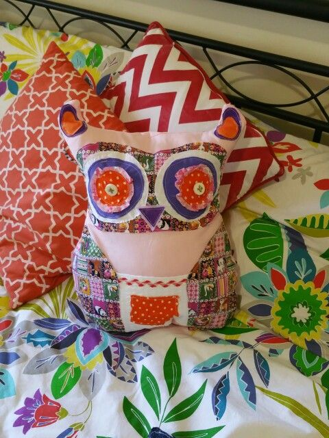 DIY recycled and upcycled owl cushion.