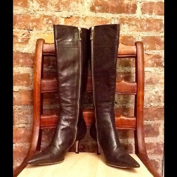 HP 1/5/16 GIORGIO ARMANI KNEE HIGH BOOT  SEXY GIORGIO ARMANI KNEE HIGH BOOTS GORGEOUS CHOCOLATE BROWN SZ36 EU LOGO ON BOTTOM THESE ARE PRE-LOVED AND DO SHOW SOME WEAR I HAVE TRIED TO SHOW WEAR IN PHOTOS ANY ???? LET ME KNOW. Giorgio Armani Shoes Heeled Boots