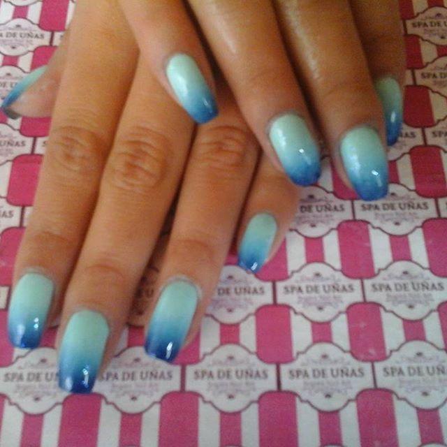 nail art desing difuminado tres azules