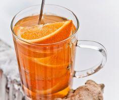 Det här värmande apelsinvinet är riktigt vuxendricka. Välj ett torrt eller halvtorrt vitt vin beroende på om du tycker om en syrligare eller sötare dryck. Givetvis går det bra att använda ett alkoholfritt alternativ. Bjud som fördrink eller njut av framför brasan.