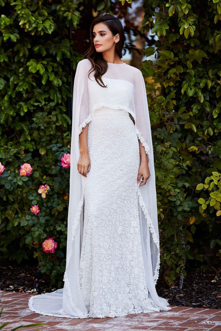 See the complete Tadashi Shoji Bridal Fall 2018 collection.