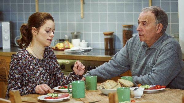 Radka minulý týden pořádně zaskočila Josefa, když mu navrhla, aby dům v Loučce prodali. Pro něj to je domov, má k němu citovou vazbu. Radka se na to dívá jen čistě pragmaticky. Ovšem už brzy právě Josef hodně nepříjemně překvapí Veroniku i Martina svým návrhem…