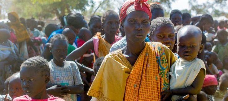 Exil ist keine Wahl: Unsere weltweite Serie zu Flüchtlingen_Aktion gegen den Hunger unterstützt Flüchtlinge in Äthiopien unter anderem mit Projekten zur Behandlung und Vorsorge von Mangelernähr- ung sowie psychosozialer Betreuung von Schwangeren und stillenden Müttern. Gleichzeitig setzen wir Projekte zur Trinkwasserversorgung, Hygiene und Entsorgung von Abfällen und Abwasser um. Unsere Mitarbeiter haben 600 Latrinen und 150 Müllcontainer auf dem Gelände des Flüchtlingslagers Lietchor…