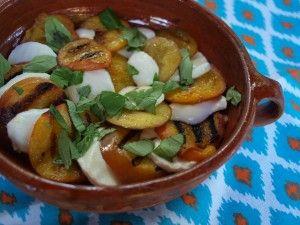 """Summer Peach """"Caprese"""" with Fresh Peach VinaigrettePeaches Caprese, Summer Peaches, Fresh Peaches, Peaches Vinaigrette"""