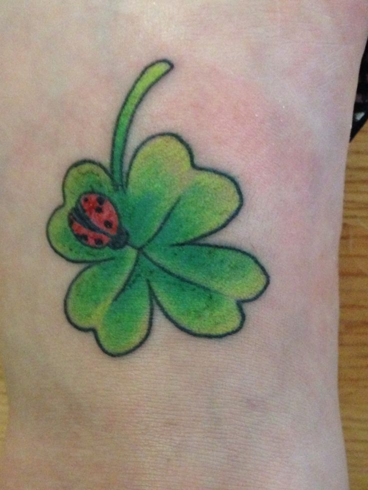 my new tattoo four leaf clover with a ladybug tattoos pinterest nieuwe tattoos. Black Bedroom Furniture Sets. Home Design Ideas