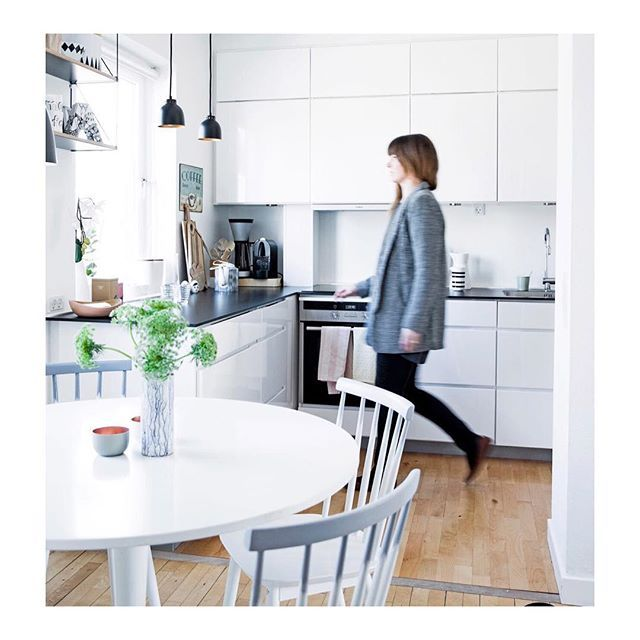 In the newest edition of Norwegian magazine @rom123egmont you can see how to solve your kitchen storage problem for good with a Kvik kitchen ✨ #kvikkitchen#kvik#kitchen#feature#danishdesign#storage #wesolveyourproblems
