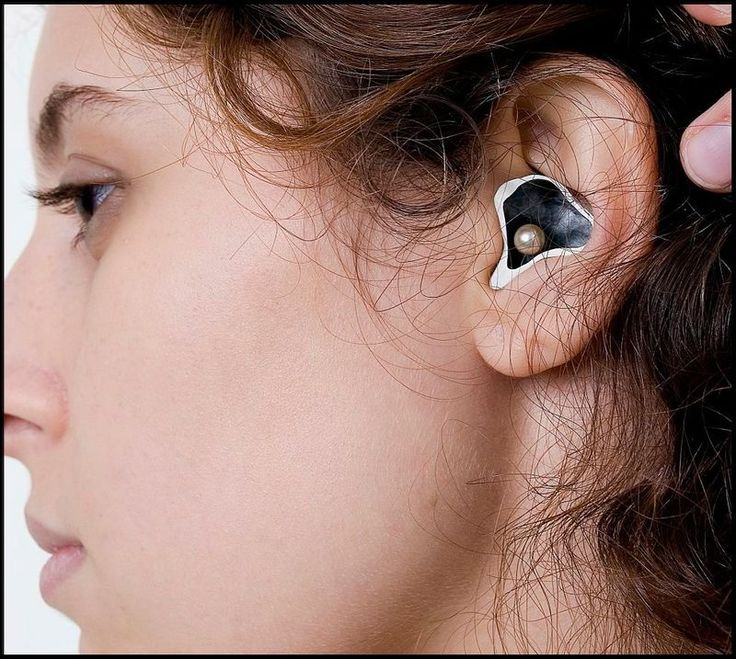 Carol Pedroso - Ear Piece  (Contemporary Jewelry Show at 'A CASA' in Brazil, 2011)