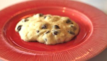 One Minute / One Cookie: Jak si vyrobit Single Mikrovlnná Chocolate Chip Cookie za minutu