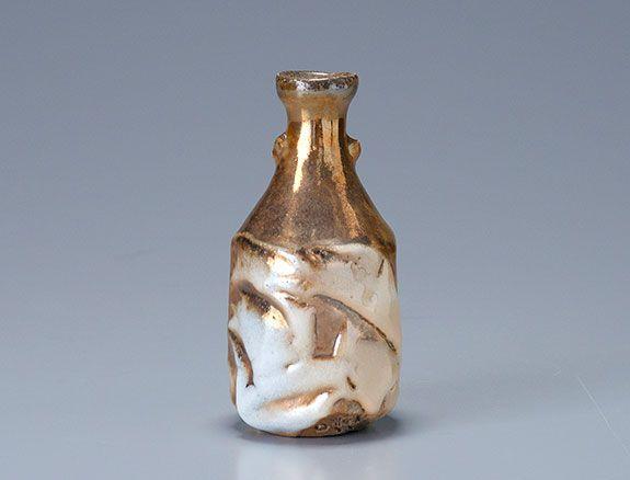 Ken Matsuzaki (1950 - ) - sake bottle, yohen gold shino glaze