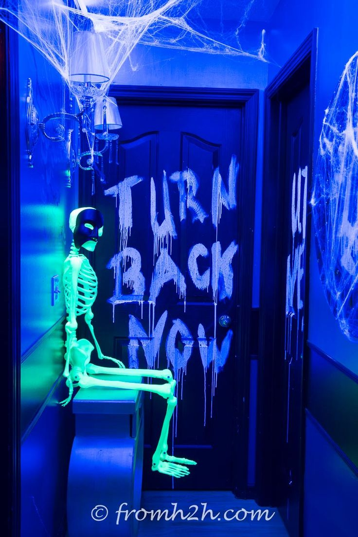 Scary halloween house decorations - 9 Ways To Create Glow In The Dark Halloween Decorations House Party Decorationsscary
