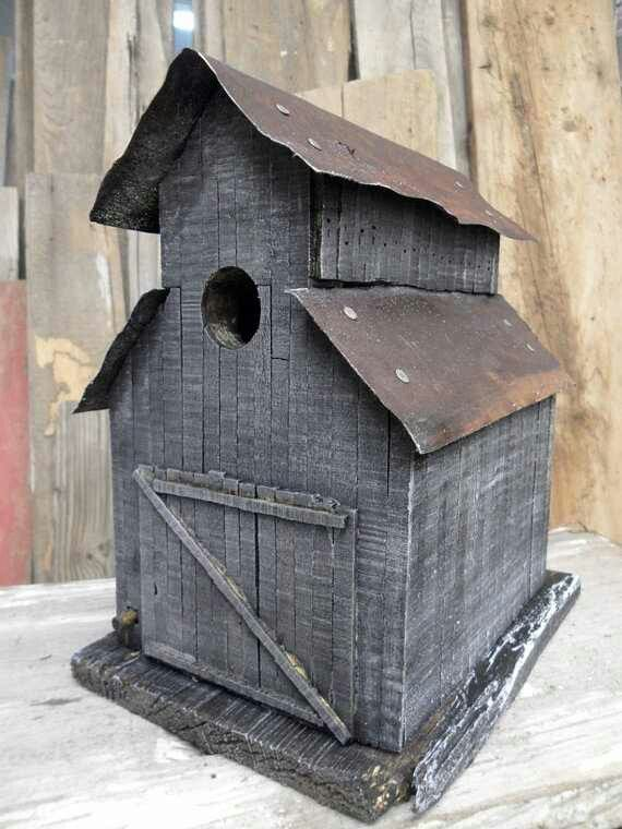 .Barn-style birdhouse