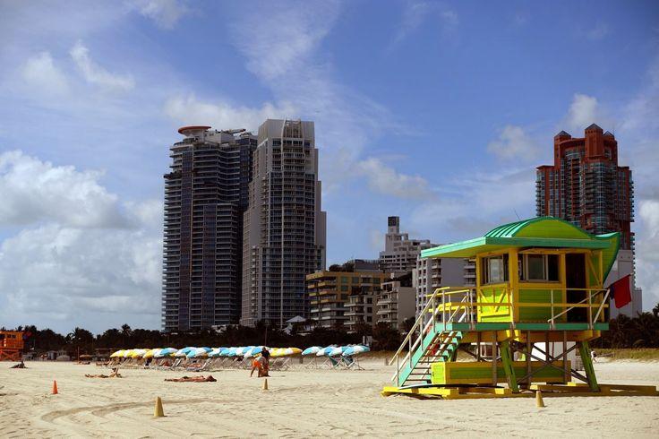 25 Berühmtheiten stehen vom South Point Drive bis zur 85th Street am Strand von Miami Beach: Die Lifeguards Tower. Alle hundert Meter steht einer der knallbunten Arbeitsplätze der Rettungsschwimmer und jeder ist ein Unikat.