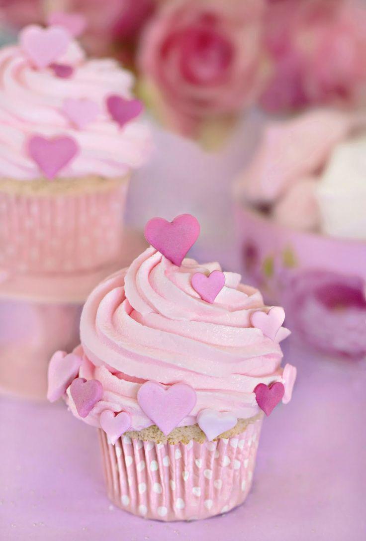 Strawberry & Champagne Cupcakes (recipe): De Fresa, Cupcakes De, Valentines Cupcakes, Pink Heart, Strawberries Cupcakes, Cupcakes Recipes, Heart Cupcakes, Pink Cupcakes, Haute Couture