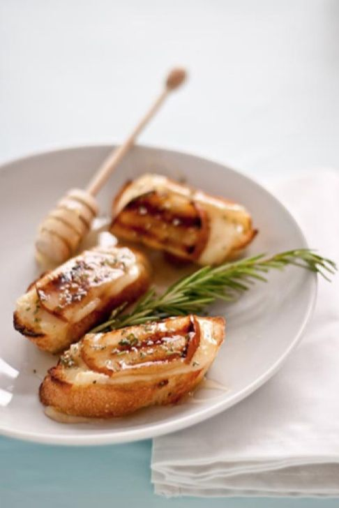 Grilled Pear, Brie, and Honey Crostini Recipe | @Maria (Two Peas and Their Pod): Brie Crostini, Crostini Recipe, Pears Honey, Food, Pears Brie, Honey Crostini, Fresh Rosemary, Grilled Pears, Appetizers